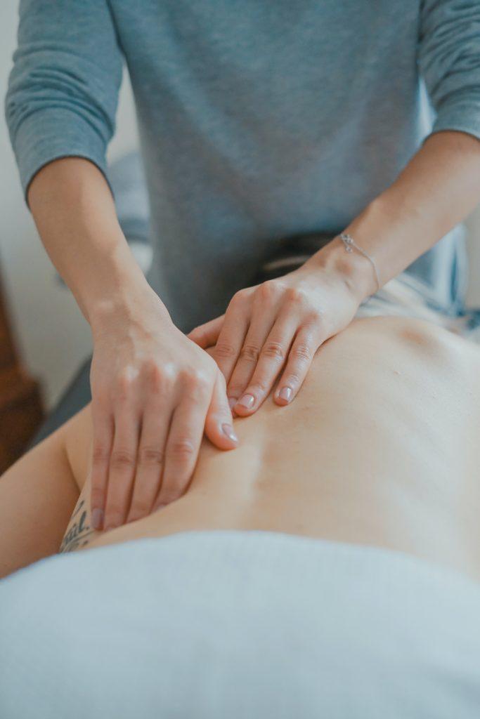 Få en lækker massage der løsner og afspænder dine smerter og din krop